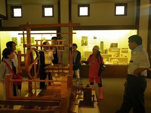 「養蚕と絹」の展示ルーム