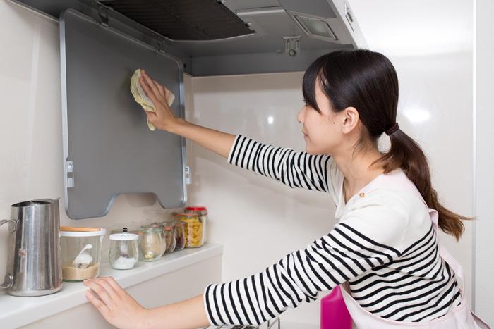 お手軽・重曹ペーパーでキッチンの脂まみれを一拭きでスッキリ