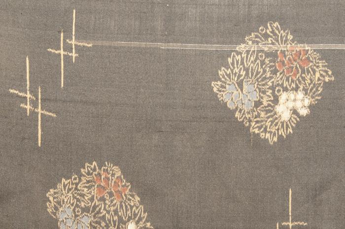 大正浪漫から昭和モダンへの転換期に大衆に愛された着物・銘仙