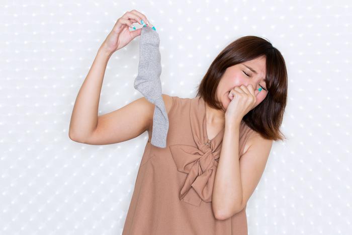 臭い靴下のツーン…ニオイまでスッキリの洗濯方法とその対策