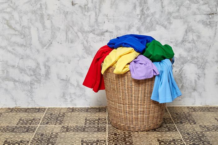 色移りしやすいものや移染を防ぐ洗濯機での洗い方の注意点