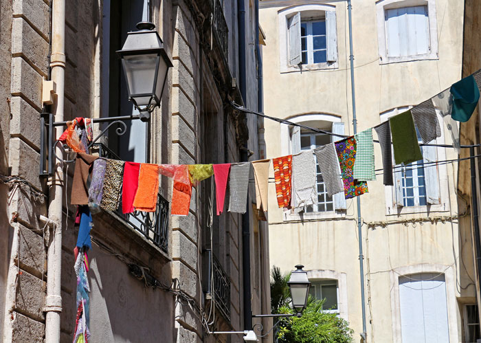 フランスのお洗濯・服の素材を活かし太陽と風をいっぱい浴びた洗濯物で!
