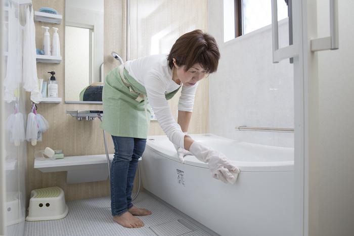 お風呂でカビを見つけたら…やってはいけない2つのコト!
