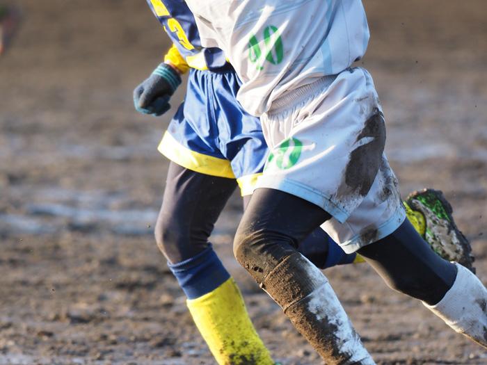 体操服やユニフォームなどの泥汚れを落とすのり・スクラブ洗濯