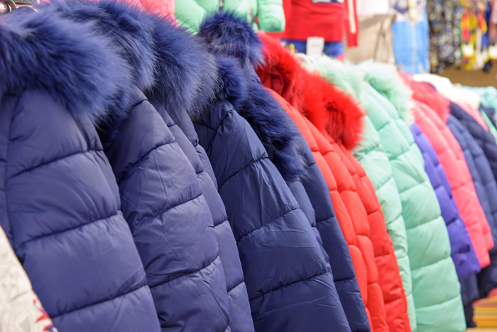 冬に活躍するダウン製品から羽毛が飛び出てくる原因は