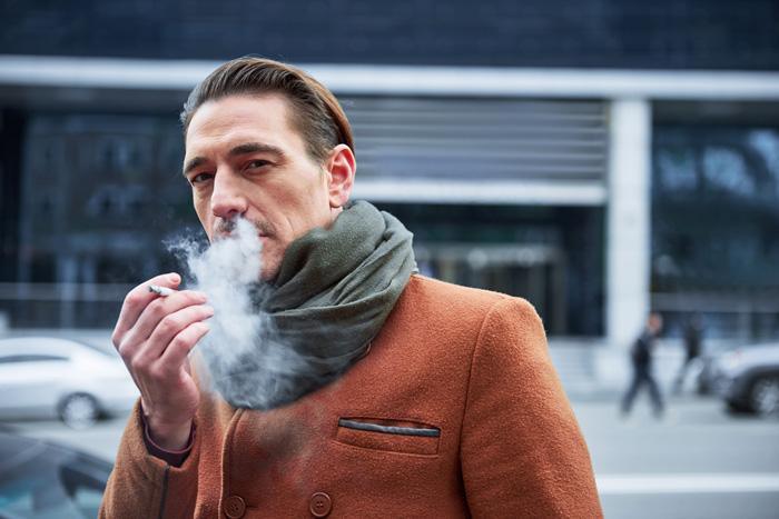 服についた「たばこの煙」どうすれば取り除けるのか?