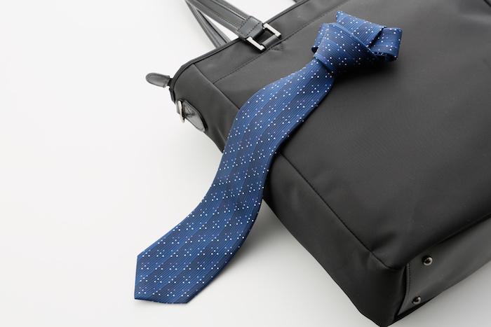 ネクタイはおうちお洗濯厳禁!クリーニングに出す頻度は?