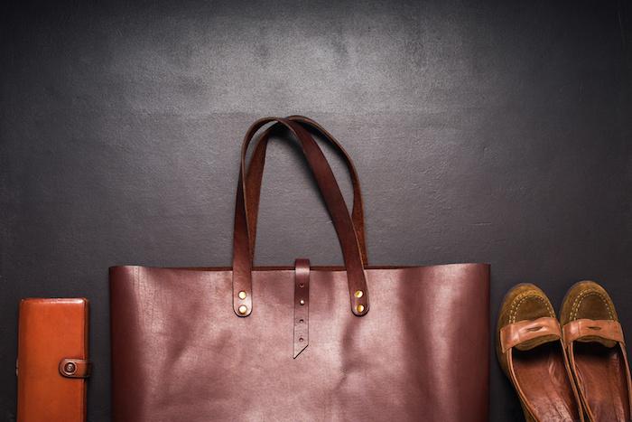 9月・10月は汗や雨での洋服・バッグなどからの色移りにご注意!