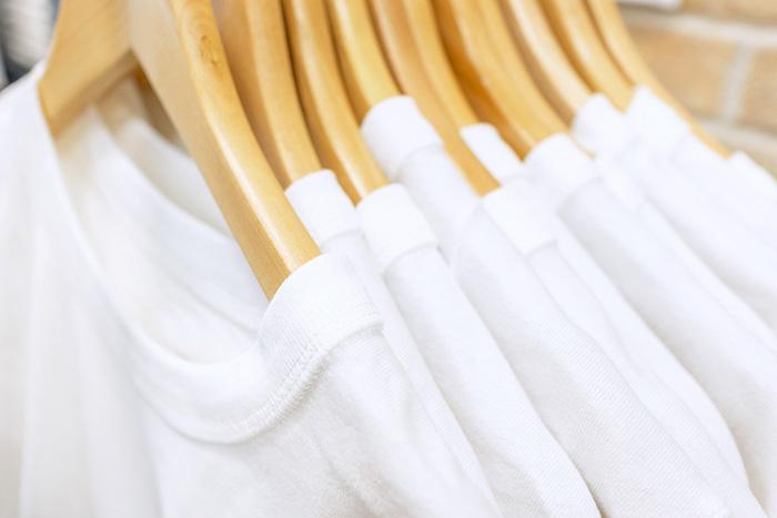 白Tシャツをより白くする効果的な洗濯方法はこれだ!