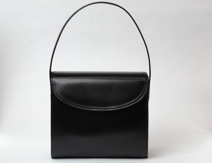 使用時に慌てないために 革製品のバッグや靴もカビにご用心