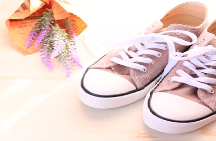 猛暑続きで靴も汗まみれ…洗濯のプロによる「スニーカークリーニング」